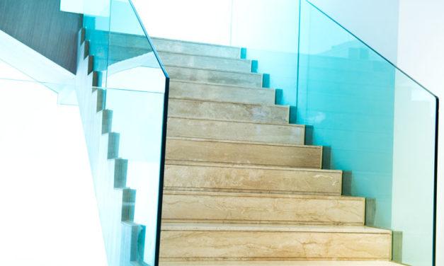 Rambarde en verre : pour quel espace de la maison la choisir?